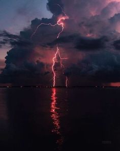 Storm Wallpaper, Whats Wallpaper, Nature Wallpaper, Lightning Photography, Storm Photography, Nature Photography, Photography Tips, Aesthetic Backgrounds, Aesthetic Wallpapers