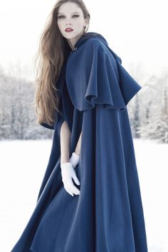 Simply beautiful. I wish I had a cloak like that