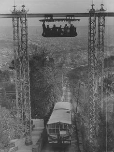 Funicular Tibidabo Barcelona per sobre el Carrilet Barcelona City, Barcelona Catalonia, Colorful Pictures, Old Pictures, Travel Around The World, Around The Worlds, Good Old Times, Antoni Gaudi, Best Cities