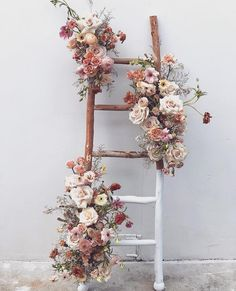 A very stylish ladder  Amazing floral installation  by @nectar_and_bloom . . . . . #botanicalart #floral #ladders #floraldesign…