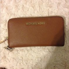 Michael Kors Wallet - brown Really good condition! Besides the little black mark on the bottom right. Inside is really clean ✨ Michael Kors Bags Wallets