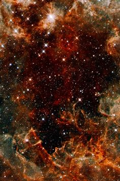 Pillars of metallic dust in the Tarantula Nebula