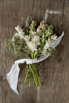 simple and charming wedding bouquet