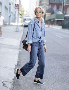 Look all jeans, com muito estilo! Basta usar a camisa com amarração na barra ( tem aqui - https://goo.gl/QSa5px ) e pantacourt com barra desfiada. Para quem não curte tênis e que dar uma alongada na silhueta, aposte em sandálias de salto, mule ou Scarpin poderoso nude, como esse - https://goo.gl/FE0p1K
