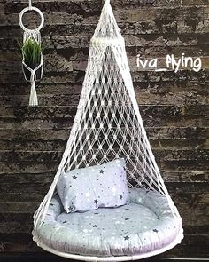 I've always wanted a real hammock but if that's not an option, this DIY Macrame Hammock Chair is the next best thing! Macrame Hanging Chair, Macrame Chairs, Macrame Plant Hangers, Macrame Art, Macrame Projects, Macrame Knots, Cute Room Ideas, Cute Room Decor, Cosy Garden