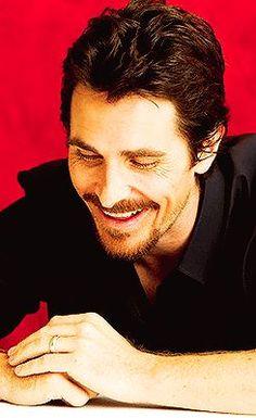 Il est magnifique avec ce sourire, je craque.