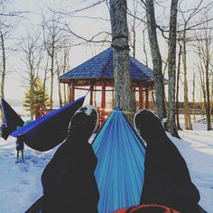 """Winter hammocking ❄ . . . . . . . . #sharenmu #winter #nmu #kammock #roo #snow"" 