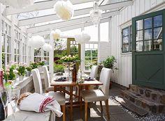 Minty Inspirations | wystrój wnętrz, dodatki i dekoracje do domu, zdjęcia, inspiracje: Biały, drewniany domek