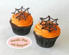 """Halloween """"Spider Web"""" cupcakes (including template for chocolate web) Halloween Desserts, Halloween Cupcakes, Hallowen Food, Halloween Food For Party, Halloween Birthday, Cute Halloween, Halloween Treats, Halloween Town, Halloween Stuff"""