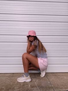 Best Cute Outfits For School Part 1 Cute Outfits For School, Outfits With Hats, Cute Summer Outfits, Trendy Outfits, Bucket Hat Outfit, Insta Photo Ideas, Insta Ideas, Instagram Pose, Aesthetic Clothes
