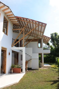 Bamboo House, Bamboo Fence, Bamboo Architecture, Facade Architecture, Tiny House Design, Modern House Design, Bamboo Building, Bamboo Crafts, Earthship