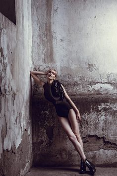 Love this setting! Great pose. editorial5_mini