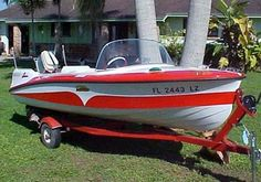 This 1957 Larson Thunderhawk Jr has one of the coolest sets of wings of any fiberglass boat from the late 1950's.  I also think the paint scheme on these boats were very unique.