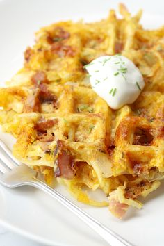 Ham, Egg, and Cheese Hash Brown Waffles are the perfect all-in-one breakfast. Mini Waffle Recipe, Waffle Maker Recipes, Waffle Toppings, Waffle Waffle, Hashbrown Waffles, Savory Waffles, Breakfast Waffles, Breakfast Dishes, Recipes