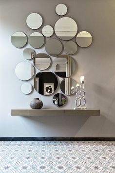 Modern Mirror Design for Living Room. Modern Mirror Design for Living Room. 15 Fascinating and Exceptional Modern Mirror Designs Decoration Hall, Entryway Decor, Entryway Mirror, Apartment Entryway, Entrance Foyer, Beautiful Decoration, Main Entrance, Decor Room, Living Room Decor