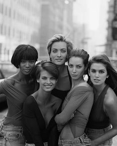 expert tips on how to look PERFECT in photos every time from @Olivia García Palermo - This picture just reminds me of being young when all these girls were the first super models.  good times!