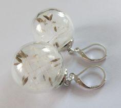 Ohrringe aus Glaskugel, befüllt mit Pusteblumensamen