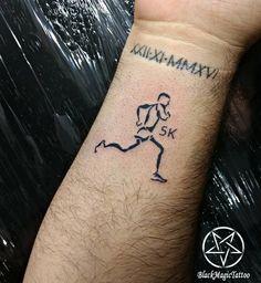 Tattoo Corredor 5k Obrigada Christian Gonçalves de Freitas ☺️ Snap mansurtattoo Whats 51 98406.5686 Instagram @danielamansurtattoo #tattoo #tattoos #tatuage #tatuagem #tattoorun #run #runtattoo #tatuagemcorrida #blacktattoo #fineline #instalovers...