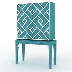 Mueble bar estilo Chippendale y remates en bamboo faux, diseñado por Ignacio Alegría.