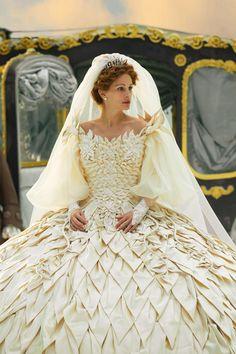 "Stunning Bridal: Julia Roberts dressed by Eiko Ishioka in ""Mirror Mirror"""