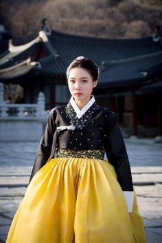 Korean Drama #Sageuk #Hanbok #한복 #사극 #koreanclothingstyles Korean Traditional Clothes, Traditional Dresses, Korean Dress, Korean Outfits, Korean Clothes, Korean Fashion Trends, Korea Fashion, Modern Hanbok, Fashion Dresses