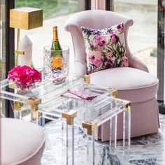 B U B B L Y 🍾 Who else is having a little mid-week pick me up? 🥂 the perfect and oh-so-pretty pink lounges curated by @creativetonic look so comfortable and lush, and glammed up by the luxurious Brass and Quartz stone on the Halcyon Desk Lamp by @kellywearstler @visualcomfortco Desk Lamp, Table Lamp, Visual Comfort Lighting, Lounge Design, Kelly Wearstler, Quartz Stone, Pretty In Pink, Love Seat, Brass