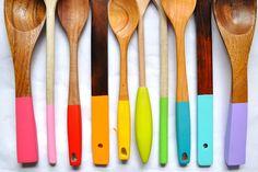 Añade color a tu cocina.   Madera pintada | 40 DIY Proyectos con madera.