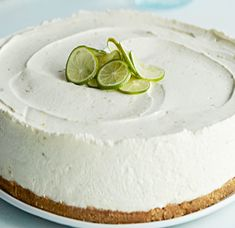 This key lime cheesecake is a fun spin on the key lime pie. It's so thick and creamy! Did I mention it has the perfect balance of sweet and tangy? As far as the perfect summer dessert, this key lime cheesecake is the total package. No Bake Desserts, Just Desserts, Dessert Recipes, Key Lime Desserts, Food Cakes, Cupcake Cakes, Citron Meyer, Dacquoise Coco, Mousse Coco