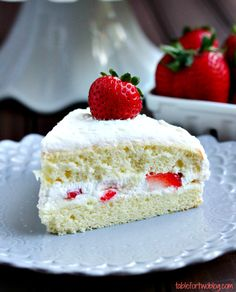 The lightest and fluffiest strawberry sponge cake!