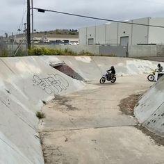 Motocross Videos, Motocross Love, Enduro Motocross, Best Motorbike, Motorcycle Bike, Dirt Bike Videos, Cool Dirt Bikes, Stunt Bike, Dirt Bike Girl