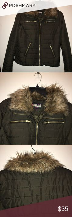 ❤️Black Friday Sale❤️FAUX FUR Coat! Beautiful Faux Fur Collar Jacket, Olive Green, gold zippers, puffy coat, perfect condition! Jackets & Coats Puffers