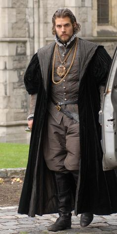 http://henrycavill.org/images/Films/2010-The-Tudors-4/onset/Henry-Cavill-The-Tudors-001-1.jpg