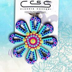 Hermosos llaveros de flores  pintados a mano. Pide el tuyo ya! #ClaudiaCassani   Pedidos vía web & whatsapp [ver perfil]