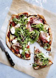 Food Rings Ideas & Inspirations 2017 - DISCOVER Pizza roquette aubergine jambon de parme Discovred by : Chloe Albertini I Love Food, Good Food, Yummy Food, Tasty, Prosciutto Pizza, Cooking Recipes, Healthy Recipes, Healthy Pizza, Food Porn