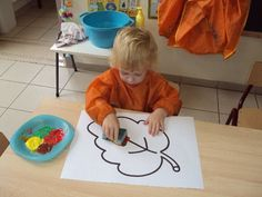 Afbeeldingsresultaat voor thema herfst peuters Autumn Activities For Kids, Fall Crafts For Kids, Art For Kids, Preschool Christmas Crafts, Fall Preschool, Autumn Leaves Craft, Autumn Crafts, Montessori Activities, Preschool Activities