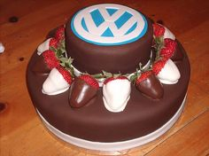 Birthday cake for VW fans Cake Cookies, Cupcake Cakes, Bug Birthday Cakes, Vw Logo, Cake Logo, Cake Images, Buttercream Cake, Cute Cakes, Amazing Cakes