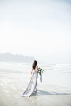 We have the Monday blues today, but in the best way possible – courtesy of the dreeeeeeeeeamiest of dreamy beach wedding styled shoots. So in love with this one, which comes to us from SBB Di…