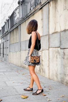 Leopard-mixing-Skirt-Street_Style-Collagevintage_Shoes_Collection-Black-Outfit-6.jpg (790×1185)