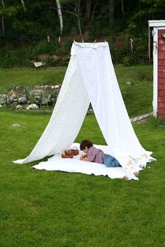 """Sheet Tent"", ""clothesline tent"" I want a couple in the kids area Backyard For Kids, Diy For Kids, Crafts For Kids, Outdoor Play Spaces, Outdoor Fun, Sheet Tent, Clothes Line, Play Houses, Kids And Parenting"