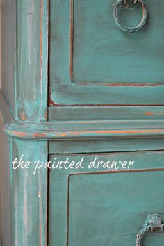 The Paint Color Highlight series highlights a few different paint colors each week. This week the colors are Annie Sloan Antibes and Florence.