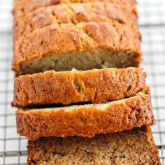 Grandma's Easy Banana Bread You will love my Grandma's tried and true banana bread recipe that is a classic favorite! Perfectly sweet, moist and full of delicious banana flavor! Healthy Snacks, Healthy Recipes, Keto Recipes, Simple Recipes, Soup Recipes, Easy Banana Bread, Skinny Banana Bread, Banana Bread With 2 Bananas, Homemade Banana Bread