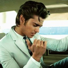 Zach Effron He is one lil hottie