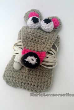 Items similar to Crochet Earphone Holder - Handmade - Cord Holder- Grey Mouse Headphone Organiser - Earbud Organizer - Smartphone Accessory on Etsy Crochet Baby Shoes, Love Crochet, Crochet Gifts, Learn To Crochet, Diy Crochet, Crochet Ideas, Crochet Bags, Cord Holder, Headphone Holder