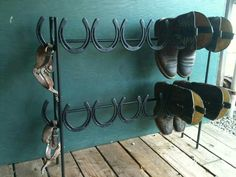 horseshoe shoe/boot storage - love it! maybe nice for outdoors, walking boots, mudscraping too, as should withstand the elements? Horseshoe Projects, Horseshoe Crafts, Horseshoe Art, Metal Projects, Welding Projects, Horseshoe Ideas, Blacksmith Projects, Diy Projects, Horseshoe Boot Rack