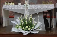 Altar Flowers, Church Flower Arrangements, Christmas Arrangements, Unique Flowers, Fresh Flowers, Floral Arrangements, Church Wedding Decorations, Table Decorations, Altar Cloth