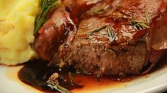 Ribeye With Bacon And Wine Sauce recipe. Ingredients: Ribeye, 6 slices of smoked bacon, 500 ml of red wine, 200 g of sugar, Mashed potatoes to accompany, Rosemary, salt and pepper