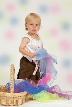 ein Korb voll bunter Tücher könnte auch ein schönes Motiv sein wenn da die kleinen welche rauszupfen und begutachten...