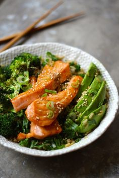 salmon teriyaki with kale, broccoli and avocado Lunch Recipes, Cooking Recipes, Healthy Recipes, Teriyaki Salmon, Seaweed Salad, Green Beans, Seafood, Food Porn, Good Food
