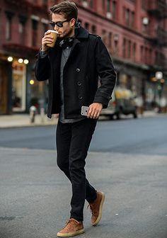 黒ショートPコート×グレーニット×黒パンツの着こなし(メンズ)   Italy Web