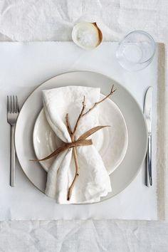 Linen napkins - Set of 6 napkins - Tablecloth napkins - kitchen napkins - Ivory/ white napkins - r&b meal - Dekoration White Table Settings, Beautiful Table Settings, Place Settings, Lunch Table Settings, Simple Table Setting, White Napkins, Linen Napkins, Napkins Set, White Plates